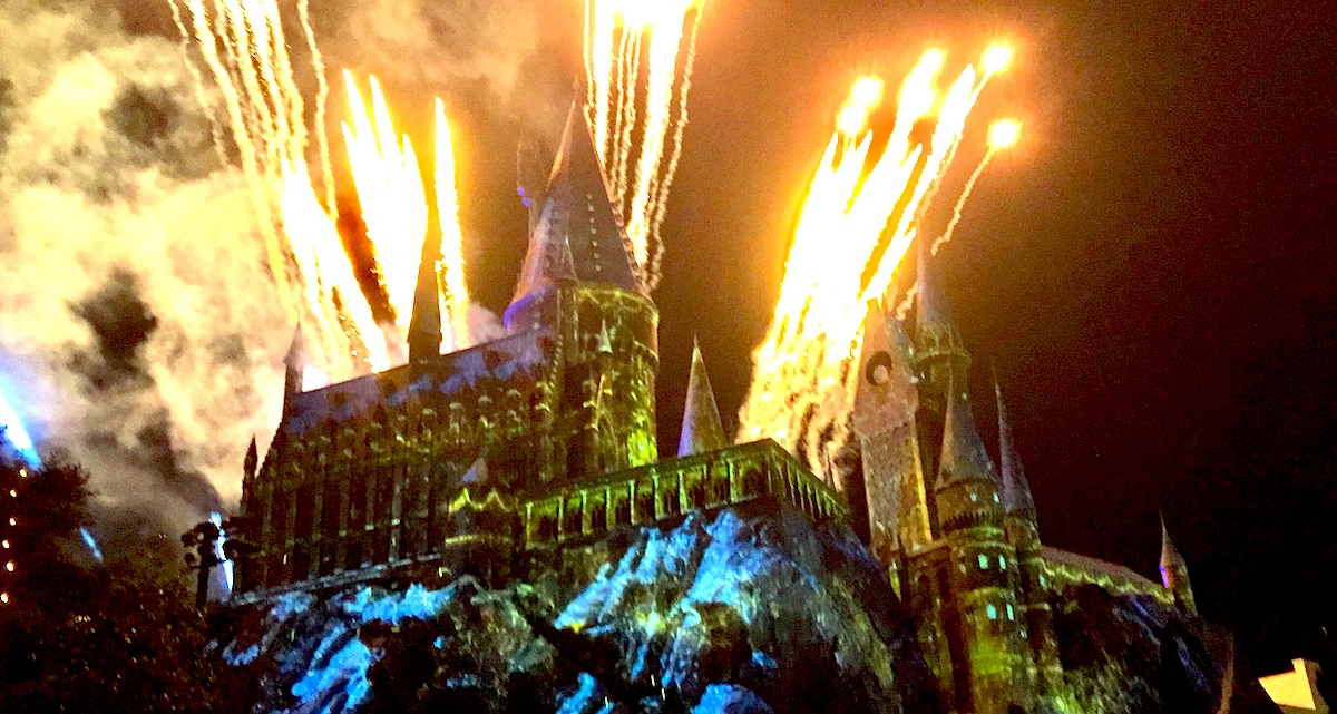 Universal Studios Christmas.Merry Christmas From Hogwarts Castle At Universal Studios
